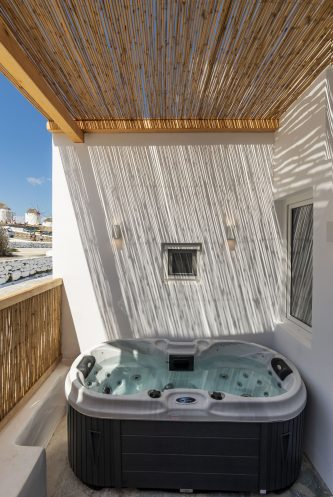 Maisonette with Outdoor Hot Tub and Windmill View